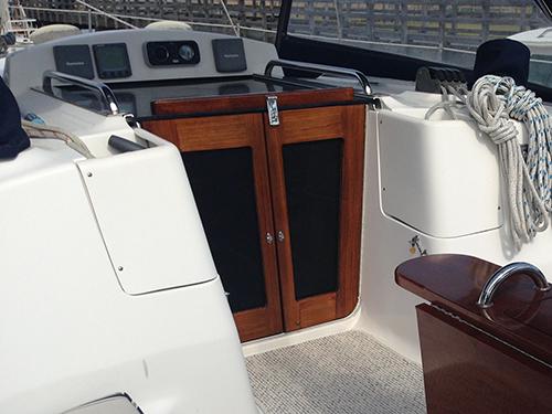 A snug fit for these teak companionway doors.